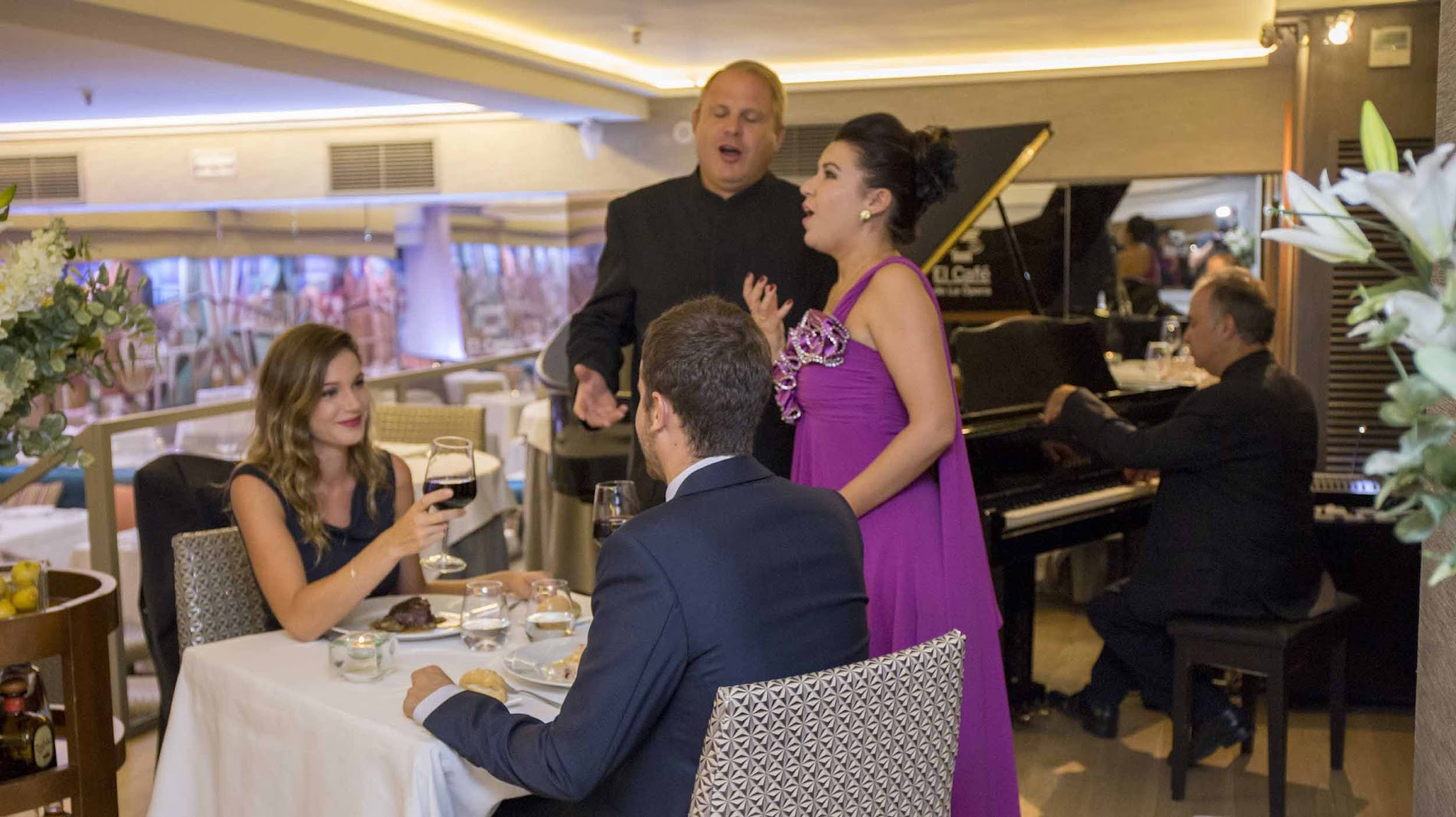 cena cantada en Madrid