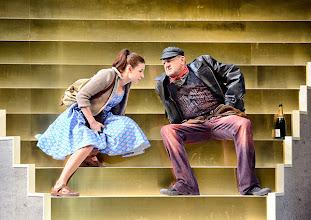 Photo: Theater in der Josefstadt: DER ZERRISSENE von Johann Nestroy. Inszenierung Michael Gampe, Premiere 2.10.2014. MArtina Ebm, Martin Zauner. Foto: Barbara Zeininger