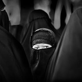 deep gaze by Yungki Dblur - People Street & Candids ( black and white, bw, children, people, portrait )