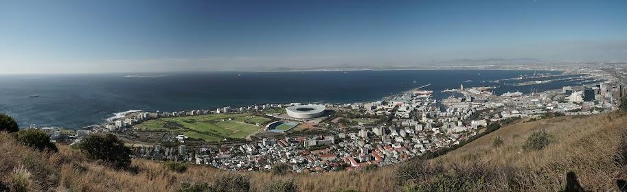 Blick vom Signal Hill auf Green Point mit dem Stadion und dem Hafen