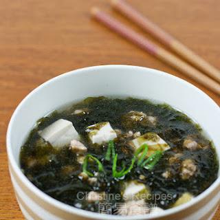 Seaweed, Tofu & Pork Mince Soup.