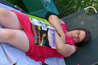 Photo: ein bisserl müde nach der Fahrt und über Meisterfotografie eingeschlafen ist meine Tochter - sie lernt das im Schlaf ;-)