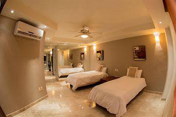 Cinco Hotel