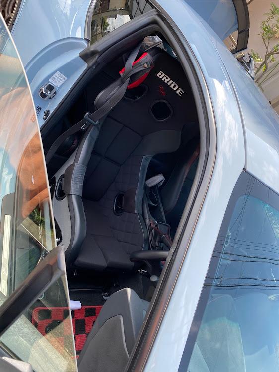 BRZ ZC6のクールグレーカーキ,フルバケ,BRIDE,シート交換に関するカスタム&メンテナンスの投稿画像1枚目