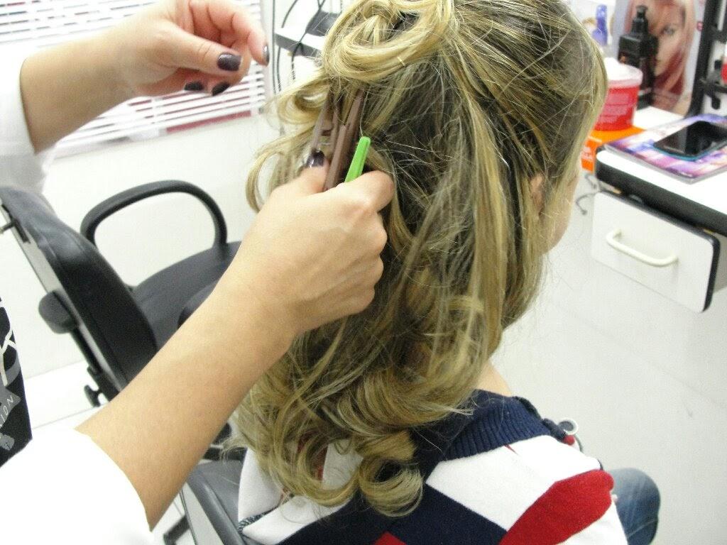 imagem de luzes no cabelo em um penteado