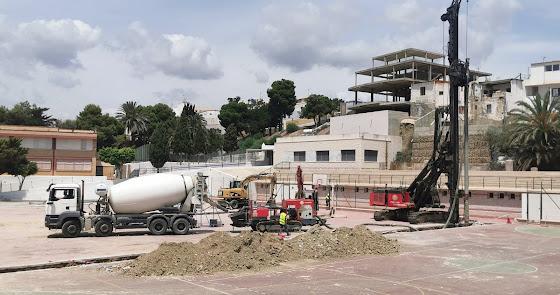 Comienzan las obras para cubrir las pistas municipales Juan Martínez Modesto