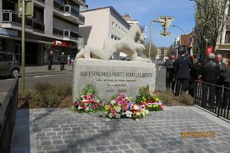 Photo: Monument fleuri après cette belle cérémonie.