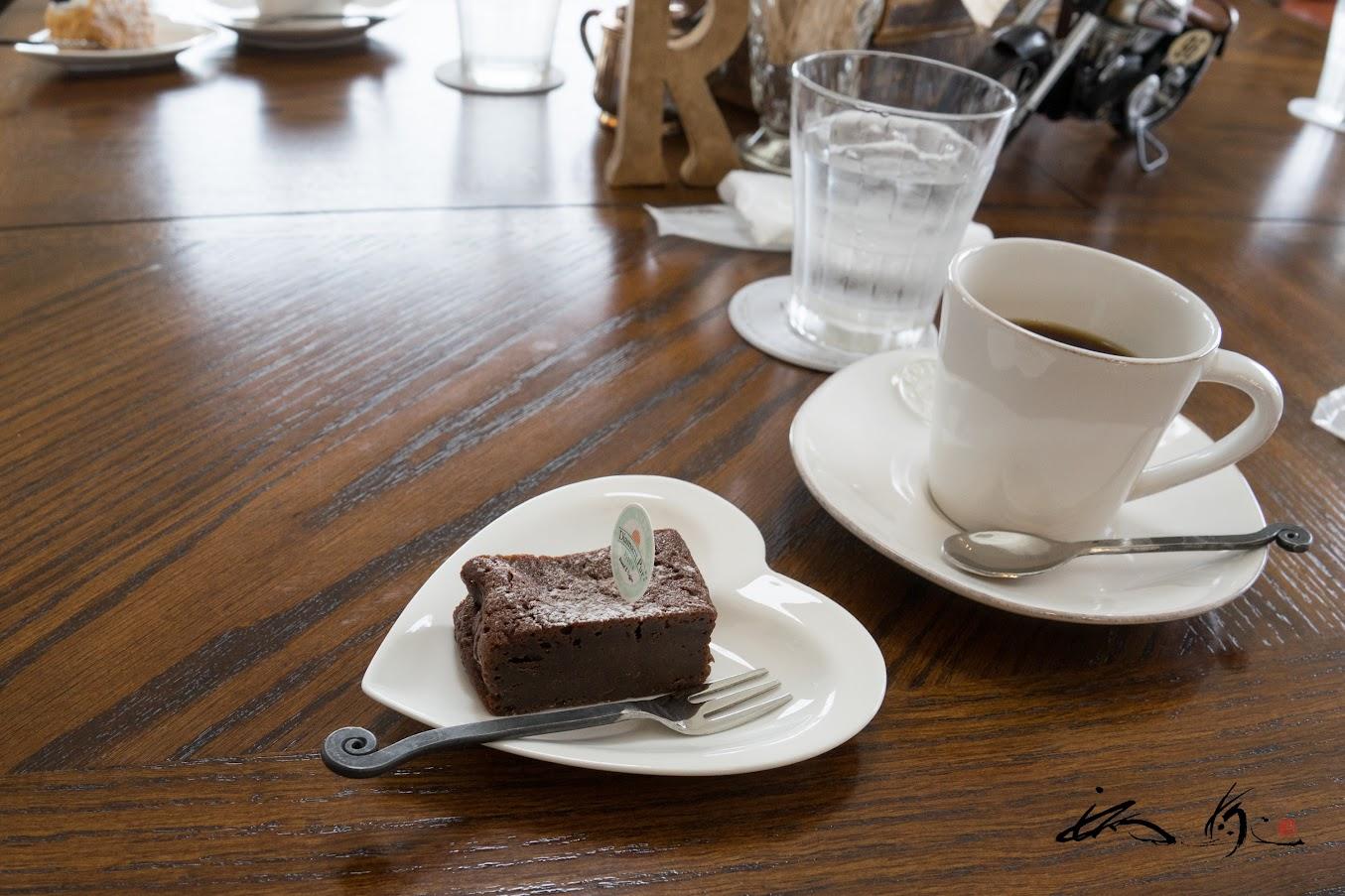 チョコレートケーキも濃厚で美味!
