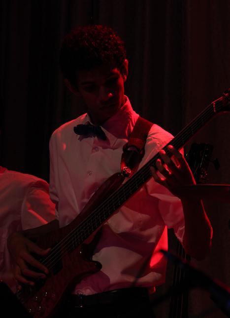 El bajista de la agrupación enamoró a los asistentes con su solo la noche del concierto, que se celebró el pasado viernes 24 de julio.