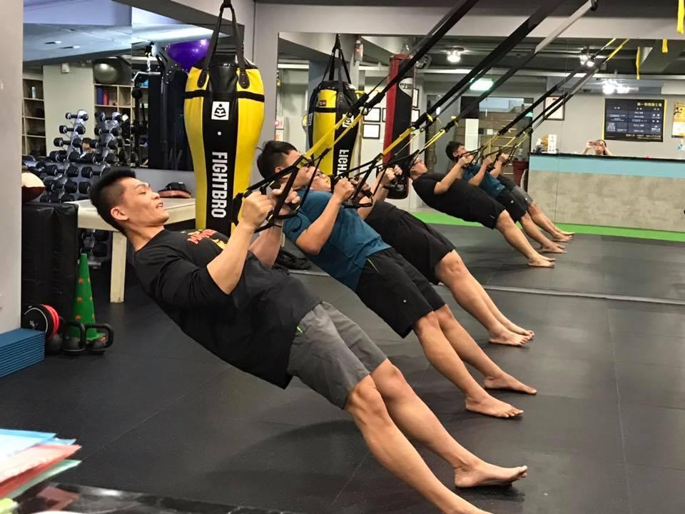 拳士瘋台中西屯區健身房,豐富有趣的團體訓練課,包括TRX、壺鈴、搏擊運動訓練等。