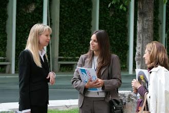 Photo: XIII Jornada Internacional de Comunicación Siglo XXI ¿Cómo salir juntos de la crisis? Brenda Padilla y otras dos participantes