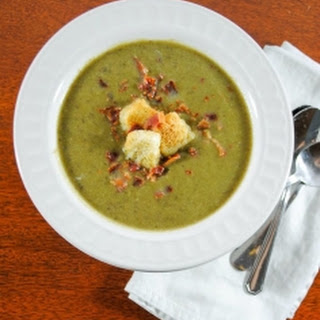 Creamy Spinach and Apple Soup with Croutons and Bacon Crumbles