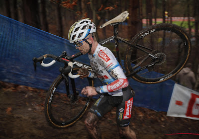 Eli Iserbyt is zwaar gevallen bij de Superprestigecross in Heusden-Zolder