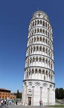 Photo: La tour: 56m de haut et 4m de faux aplomb