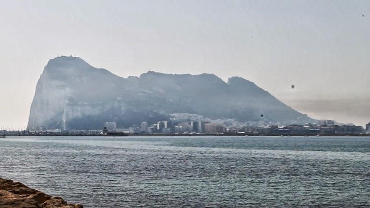 Rescatado un argelino en traje de neopreno en aguas cercanas a Gibraltar