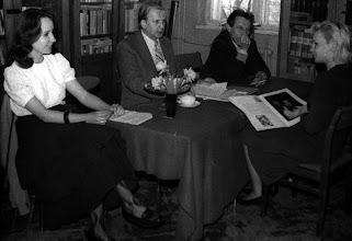 Photo: kwiecień 1988 egzamin dyplomowy z historii sztuki Sylwi Błędowskiej, Barbara Szota, Jan Święch, Andrzej Szewczyk