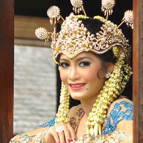 The bride Sundanese by Ian Bismarkia - People Portraits of Women