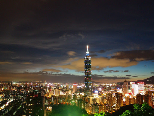 路燈來攪局的 101 大樓夜景