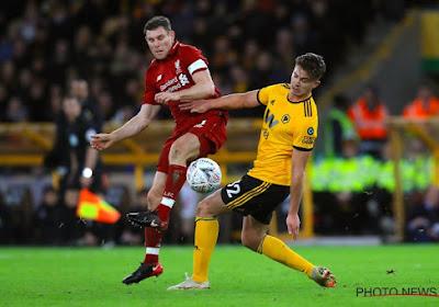 🎥 Un joueur de Liverpool constitue une équipe avec des objets censés représenter des joueurs