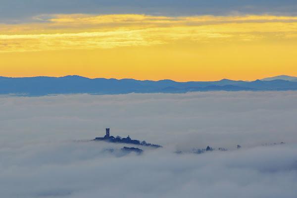 Montecarlo...risveglio con nebbia  di marcopardiphoto
