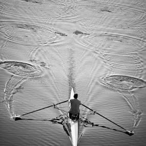 Cerchi nell'acqua by Luca Bonisolli - People Street & Candids