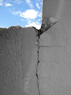 Oltre il muro. di ;Lau