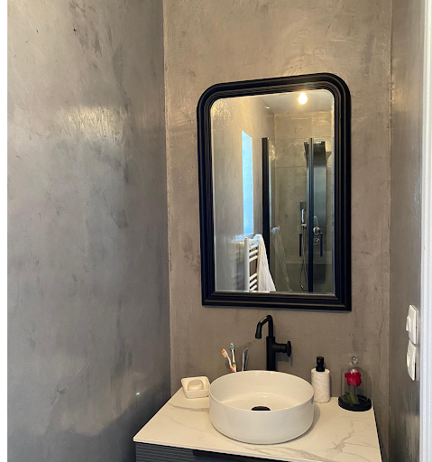 salle de bain en béton ciré décoratif