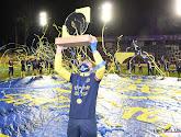 """🎥 Union mocht na behalen van de titel een... 'aparte' trofee de lucht in steken: """"Wat een lelijk ding"""""""