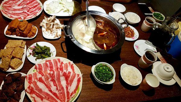 太和殿 - 吸滿湯汁的麻辣豆腐、鴨血