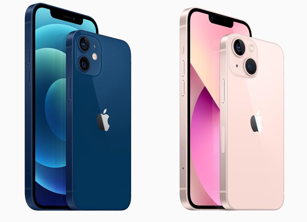 Diferença de design das câmeras entre o iPhone 12 (azul escuro) e o novo iPhone 13 (rosa claro)
