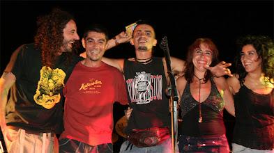 Photo: De izquierda a derecha: Joel, Nano, Abrahan ( artista invitado), Pililli y Maricarmen.