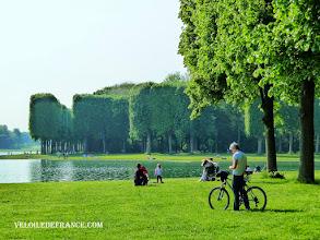 Photo: Le Grand Canal du Château de Versailles - e-guide balade à vélo dans Versailles et son parc par veloiledefrance.com