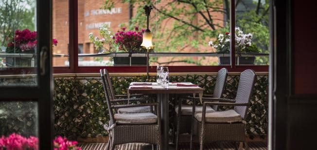 restaurant reopening terrasse