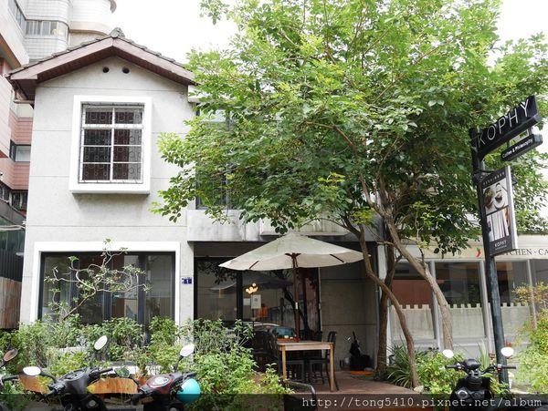 KOPHY,精明商圈 獨棟綠意建築咖啡廳,二樓座位數較多。店員很親切