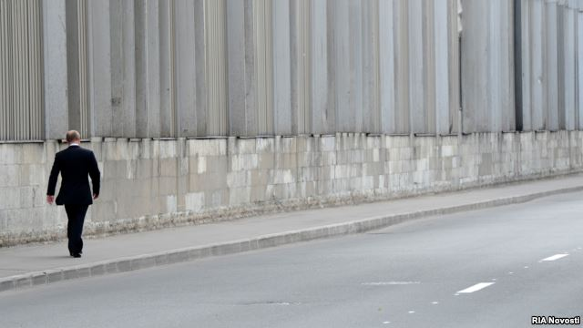 Одинокая прогулка Владимира Путина по улицам Петербурга, август 2013 года