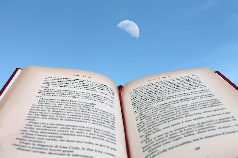 Con un libro... puoi arrivare fino alla luna! di Rosenrot93
