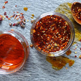 Homemade Chinese chilli oil (油泼辣子).
