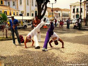 Photo: #013-Salvador de Bahia. Capoeira (lutte des esclaves) sur la place Terreiro de Jesus.