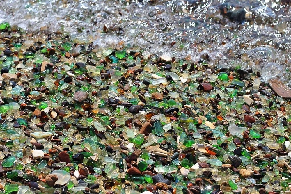 Glass Beach, a praia que a natureza transformou a poluição em beleza