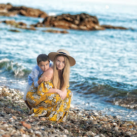 C&N by Inna Fangel - People Family ( love, spain, happy, brother, sister, sea,  )