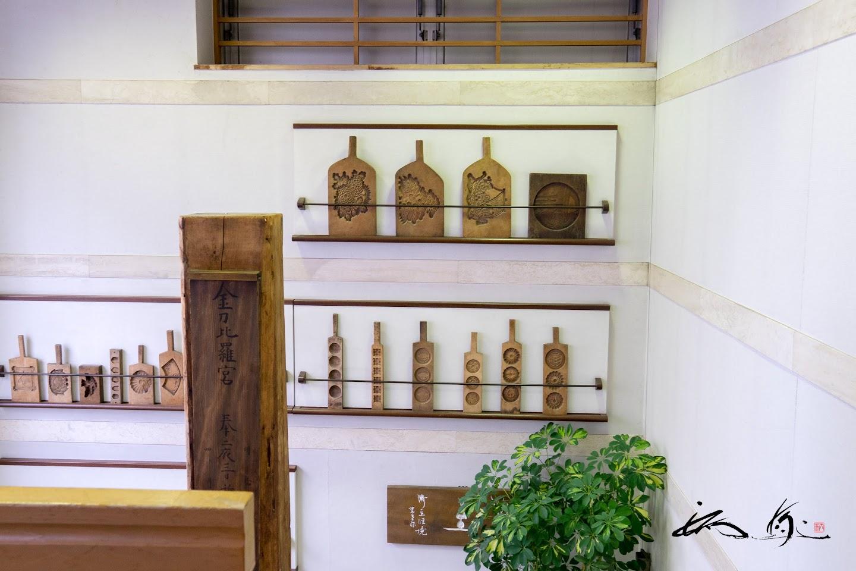 壁に並ぶ木型