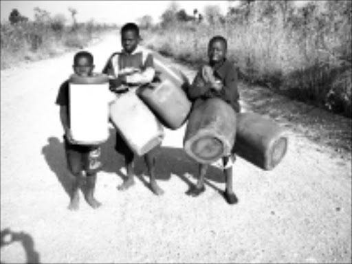 HEAVY BURDEN: These children from Shihosani village have to walk about 10km to fetch water. Pic. Victor Hlungwani. 11/08/08. © Sowetan.