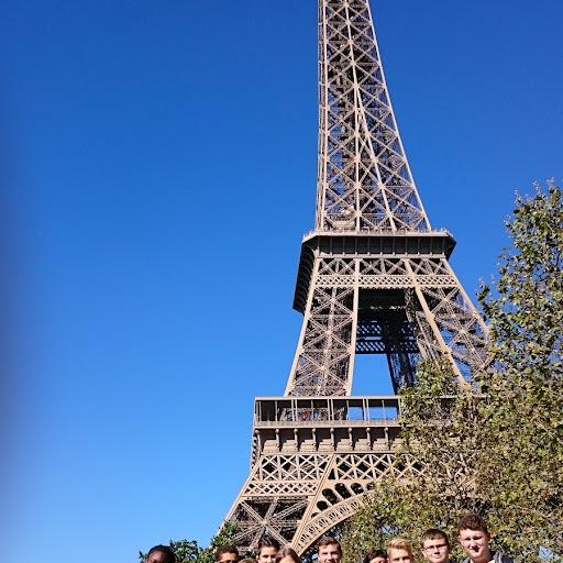 Alle vor dem Eiffelturm.JPG