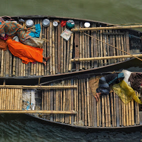 file on a boat..... by Ashif Hasan - People Street & Candids ( no work, sleeping people, tired, street life, riverside, people, bhoirob, boat, sleeping, lifestyle, meghna river, on the boat, street, ashif hasan, thug life, river, life on boat, utensils, bangladesh, voirob, streetscape )