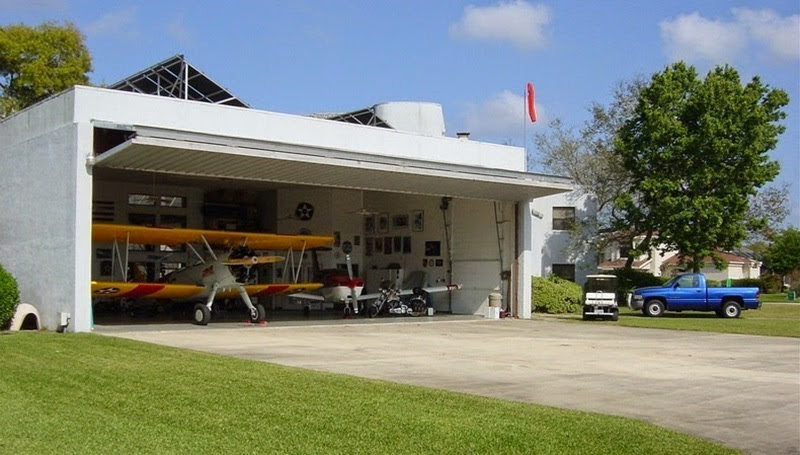 Spruce Creek: Em vez de garagem, um hangar