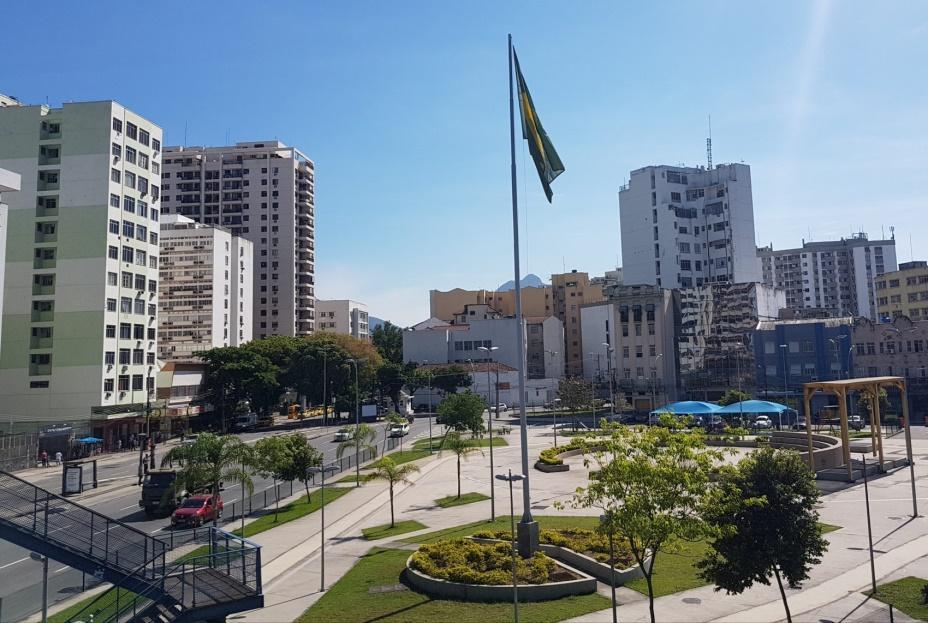 RioéRua: a bandeira, a praça e o bairro