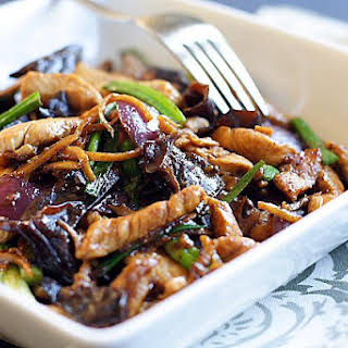 Ginger and Black Fungus Chicken (姜丝云耳鸡).