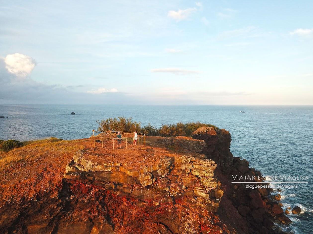 Fazer o trilho dos Fortes de São Sebastião, na ilha Terceira