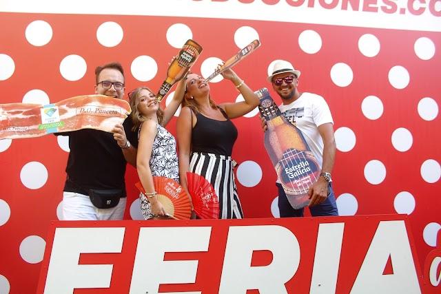 Almeriense y polacos en el photocall de la Feria del Mediodía del Teatro Cervantes.