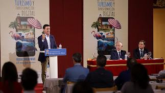 Momento de la Jornada Profesional sobre la digitalización del sector turístico en Roquetas de Mar.